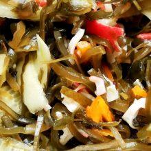 Быстрый салат из морской капусты с крабовыми палочками