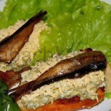 Бутерброды со шпротами и авакадо